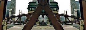 Sergio en puente de hierro en Chicago